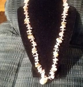 Jewelry - Beaded shell necklace